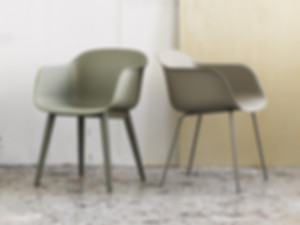 Muuto-Fiber-Chair-Wood-Base-Lifestyle.jp