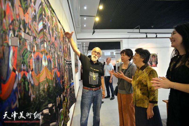 Li Runlan, Gerald Hushlak viewing works at the Silk Drawing exhibition