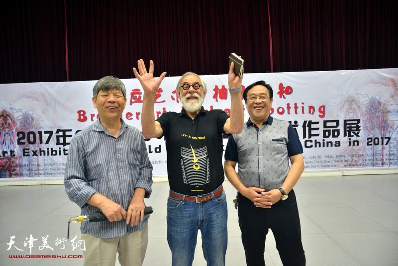 Gerald Hushlak and Zhang Lijun, Chen Gang at the exhibitions