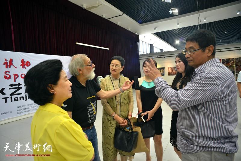 Cao Xiurong, Gerald Hushlak, Zheng Shaoying, Zhang Yaguang , Li Lan at the exhibition