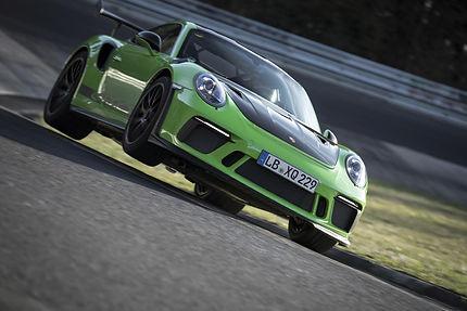 Porsche-911-gt3-rs-op-de-nurburgring-4.j