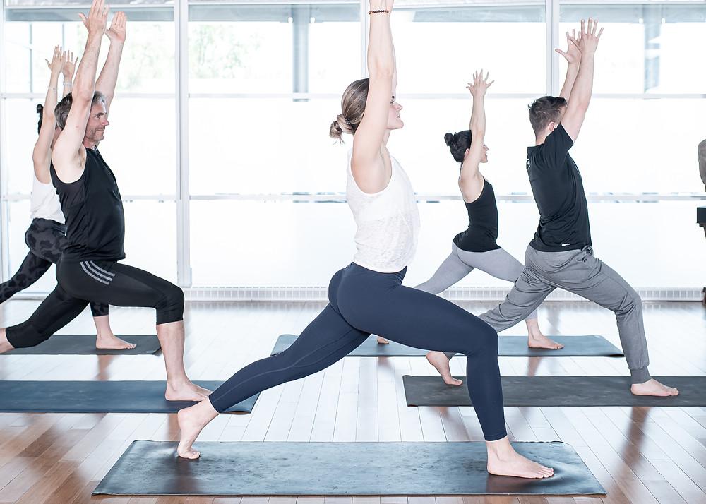 Yoga débutant, Intermédiaire, avance, c'est bon pour tous les niveaux et tous les types de corps