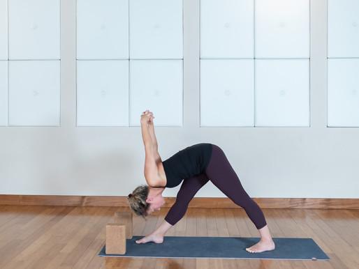 La pyramide | Parsvottanasana | Centre Yoga Santé