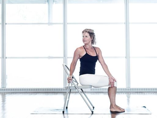 Découvrez le yoga sur chaise