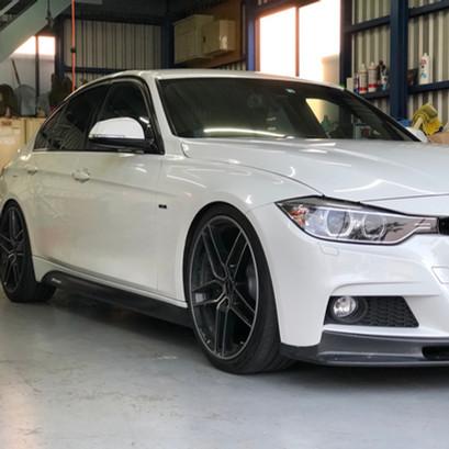 BMW F30 320d BCレーシング 車高調取付
