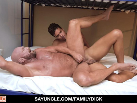 Family Dick – Cum Before Bed – Killian Knox & Johnny Bandera