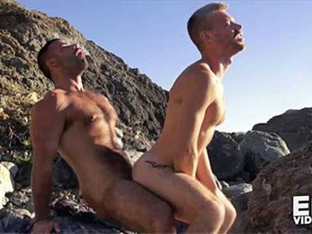 Eric Videos – Fill me up on the warm sand Hunter