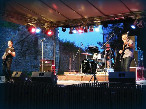 The Steve Misik & Co. performance as opener for hungarian rock legend Bikini hit waves
