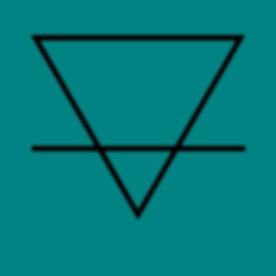 triangle noir fond bleu.jpg