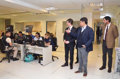 Jorge Macri recorrió junto al embajador canadiense Robert Fry el centro de monitoreo de Vicente Lópe