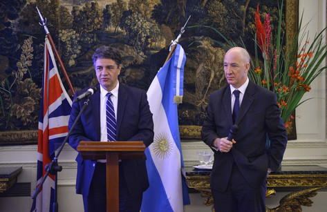 """Vicente López presentó """"Municipio Abierto"""" en la Embajada Británica"""