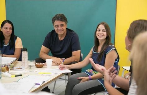 Jorge Macri se reunió con el equipo docente del Jardín de Infantes Municipal Nº5