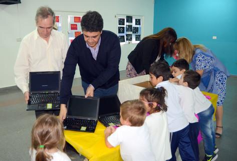 Jorge Macri entregó notebooks en un jardín de infantes municipal