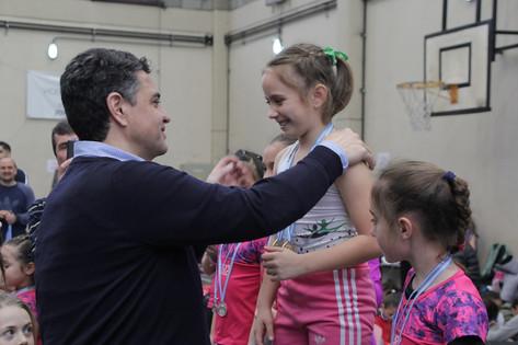 Jorge Macri presenció competencias deportivas en el polideportivo municipal