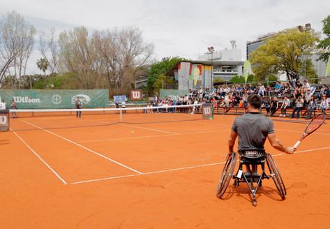Clínica de tenis adaptado: Gustavo Fernández y Antonella Pralong, en Vicente López