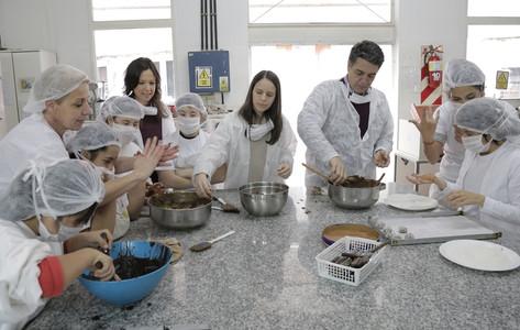 Carolina Stanley, Soledad Martínez y Jorge Macri en un centro de formación especial