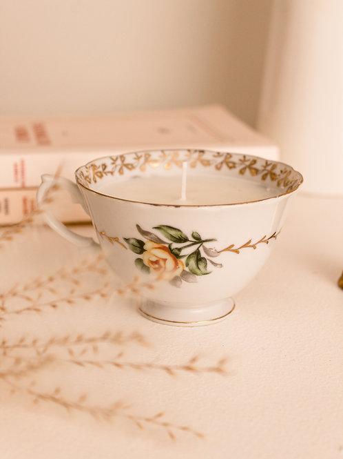 Tasse à thé avec bougie de soja