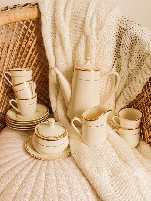 Service pour le thé en porelaine