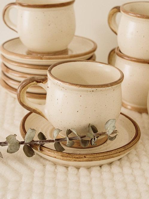 Ensemble de tasses et soucoupes (12 pièces)