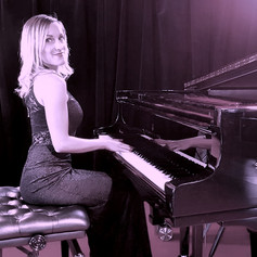 """""""Wonderful"""" Singer and Pianist Nade"""