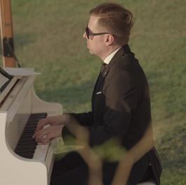 """""""Amazing"""" Pianist GOTTA"""