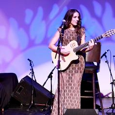 """""""Exquisite"""" Singer & Guitarist  Ellene"""