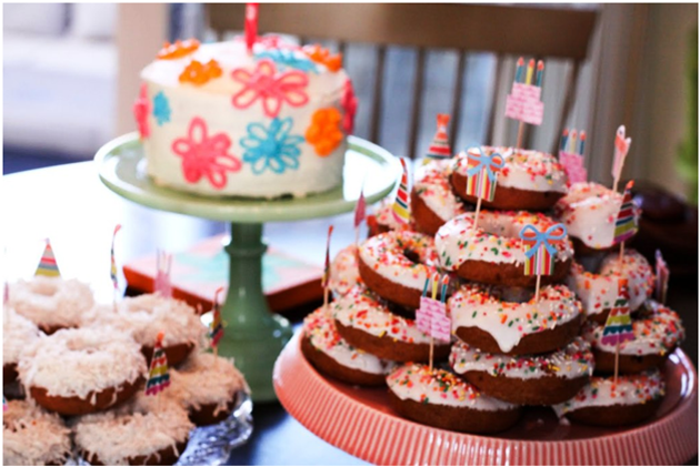 Require A Simple Sweet And Fun Birthday Party Plan Try Doughnut For Children This Novel Gathering Theme Is Hit With