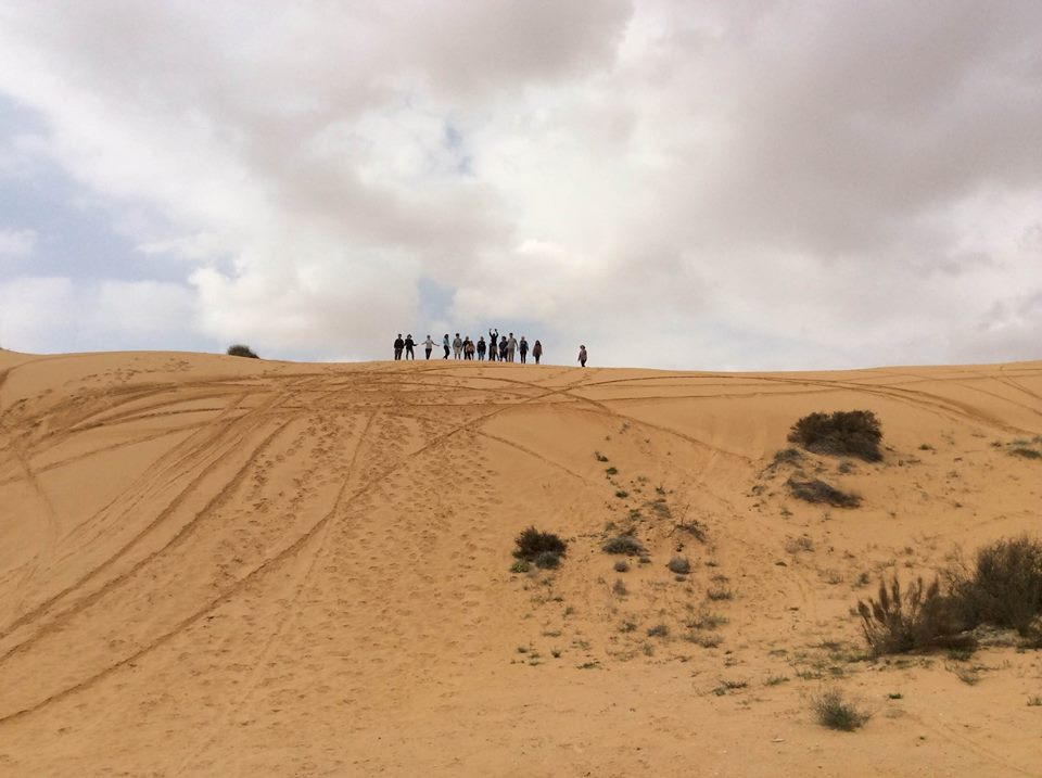 Sliding on the dunes close to the Eg
