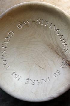 Obstschale mit Inschrift