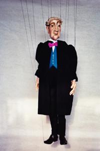 Marionette in Richterrobe