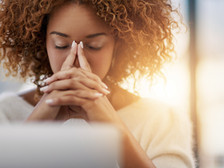 La méthode 5-4-3-2-1 pour calmer l'anxiété