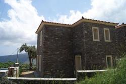 Πέτρινη μονοκατοικία στην Μάνη