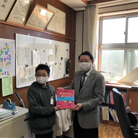 裾野市立深良小学校へ図書を寄贈しました