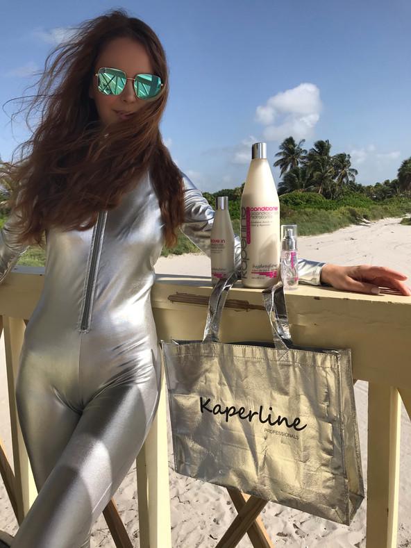 Cuando viajo no puede faltar en mi maleta mi Shampoo favorito Kaperline