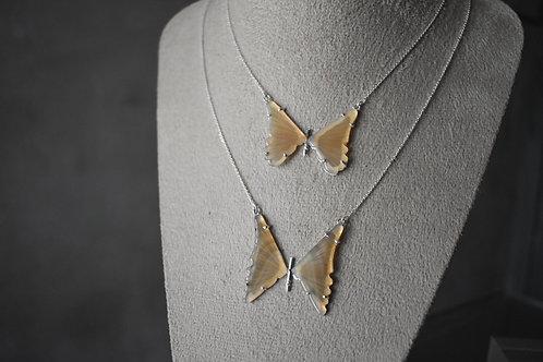 Colar borboleta amarela