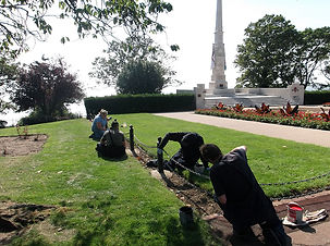 HARP residents help tidy Southend cliffs by cenotaph
