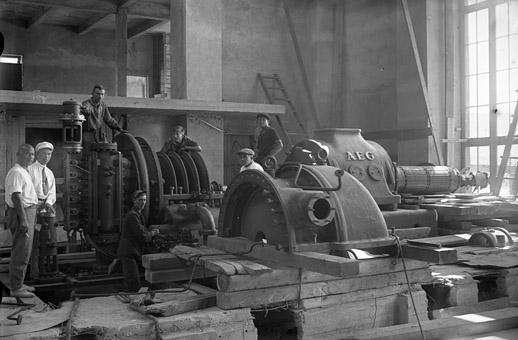 Монтаж турбины  2 на тепловой станции.1936.jpg