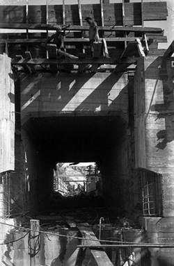 промывные галерие плотины гидроэлектростанции.1937.jpg