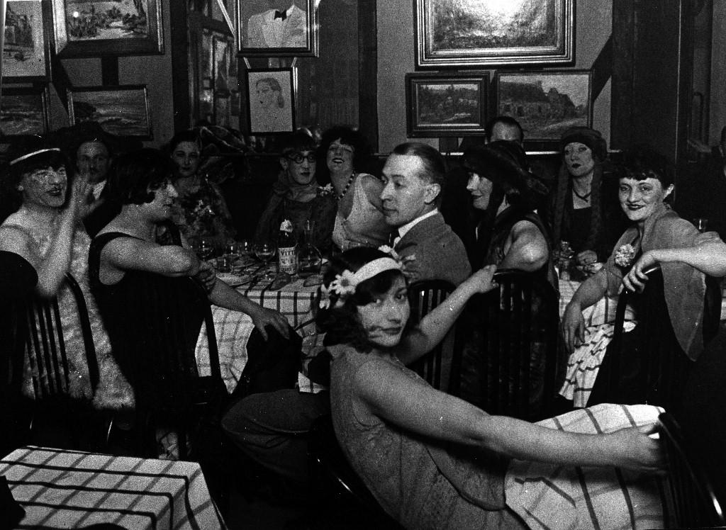 photo Diner Paris-Montparnasse 3 mai 1929 (au centre Foujita (1024x748).jpg