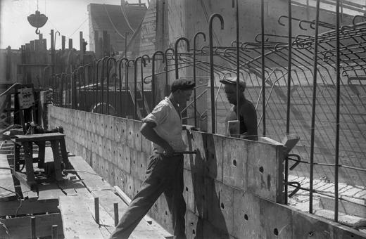 Облицовочные работы на строительстве Гидроэлектростанции.1937.jpg