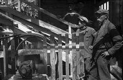 Рабочие на гравиосортировочном заводе.1937.jpg
