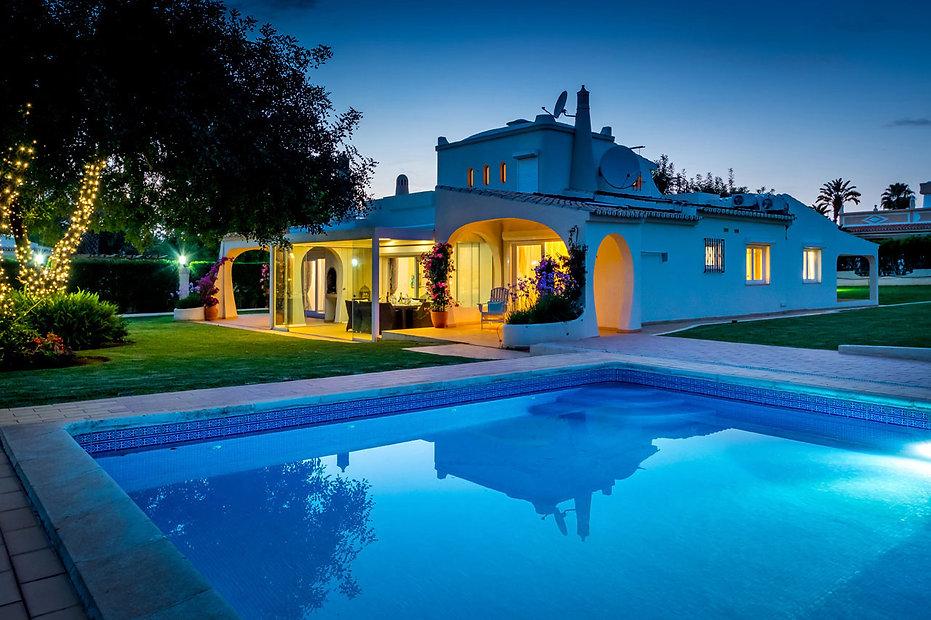 Stunning Villa Bonita in Vilamoura at twilight