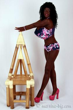 Martina Big - black queen