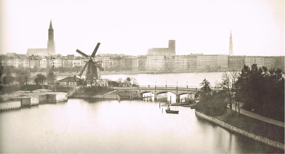 Hamburg, 1860 Image: J.F. Lau via Wikimedia Commons