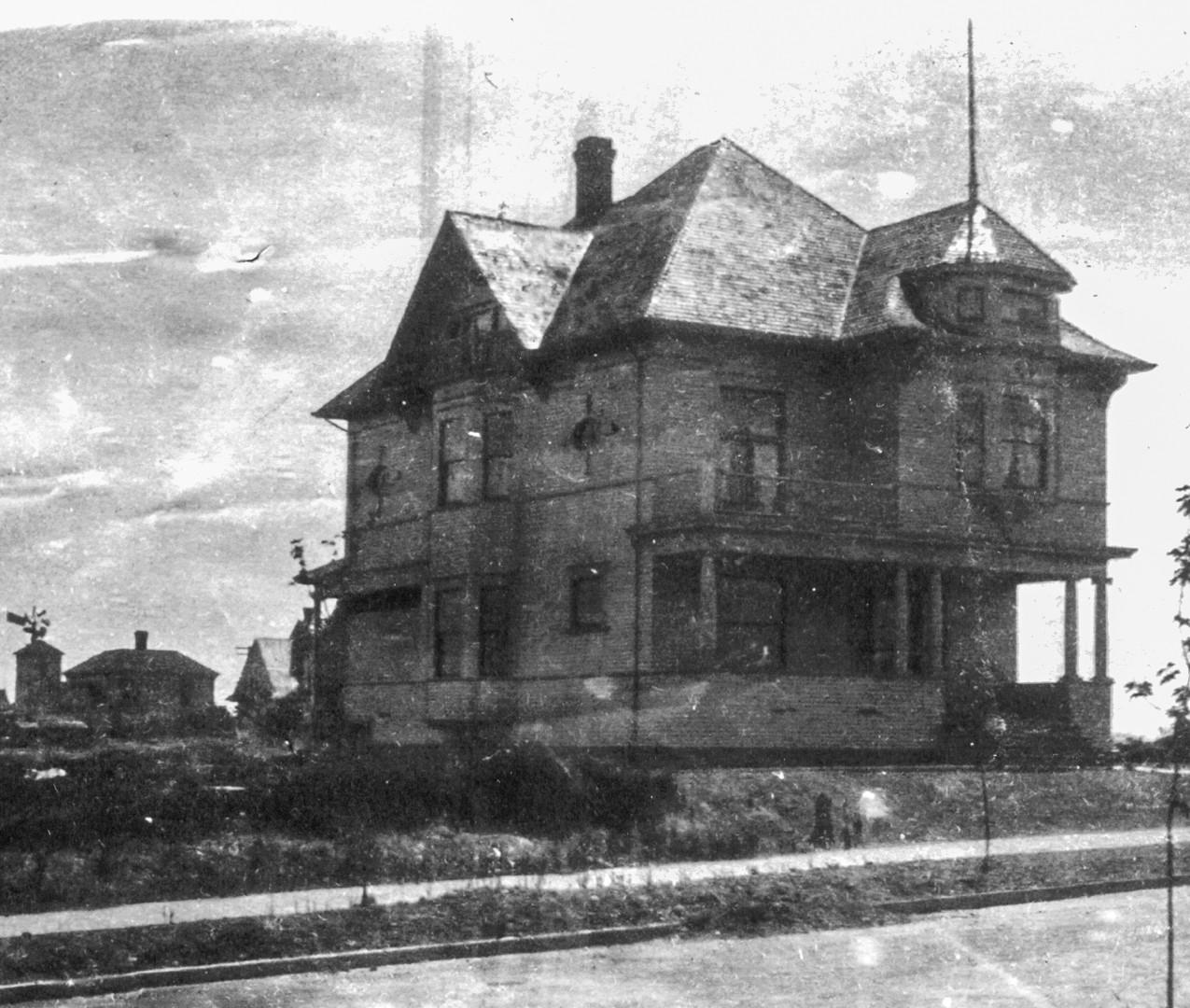 1421 E Valley St circa 1902