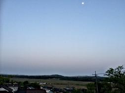 寺から見えた月