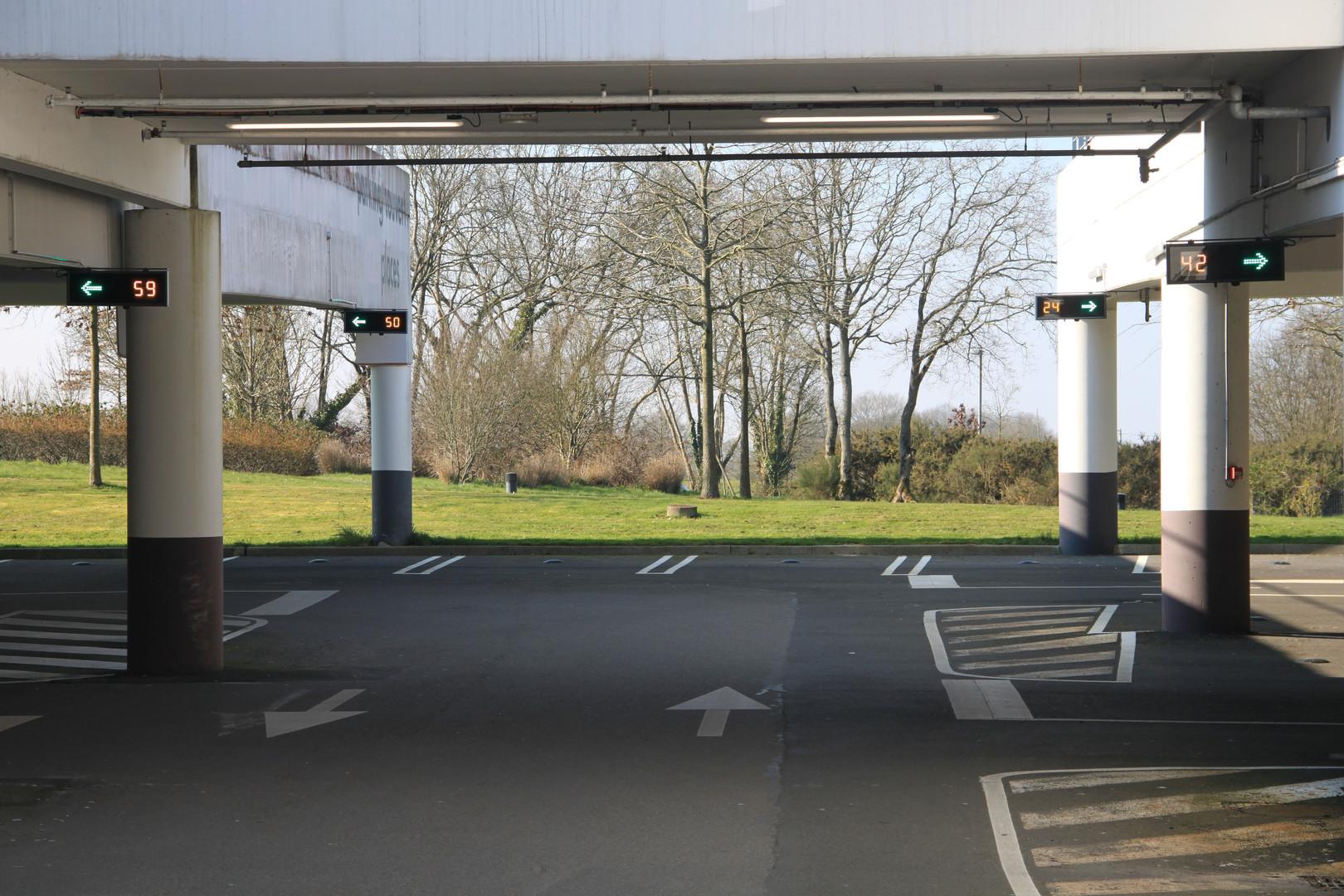panneaux guidage parking