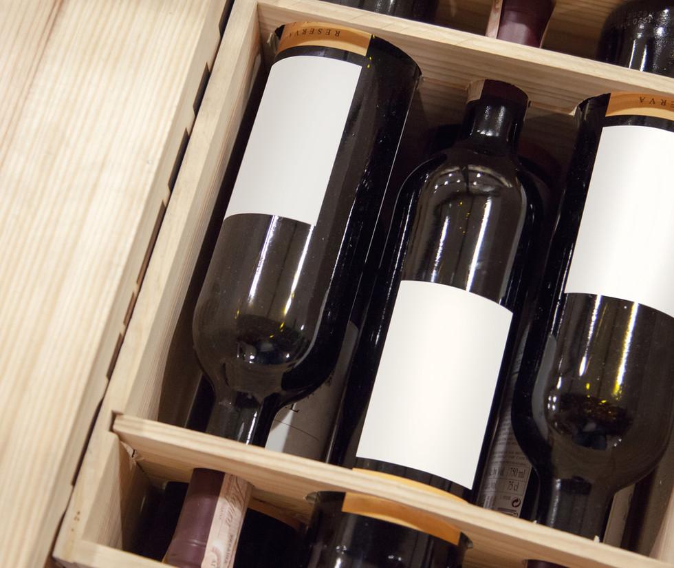 Cassette di vino locale | club nautico chia