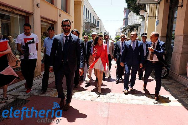Περίπατος στην πόλη με μέλη του «Ελλάδα 2021»
