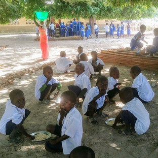 Gambian students eat lunch